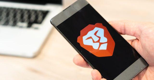 Logótipo do navegador Brave em um smartphone
