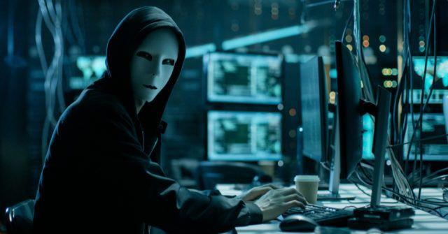 Hacker de computador mascarado