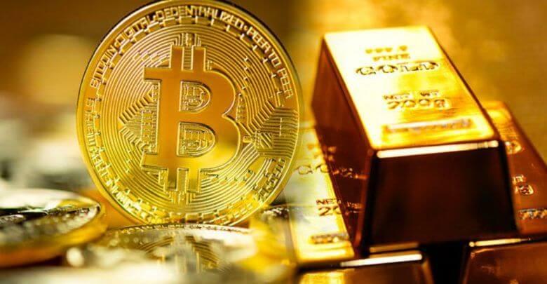 moeda de bitcoin lado a lado com uma barra de ouro