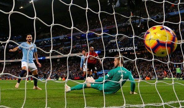 jogador marcando um gol