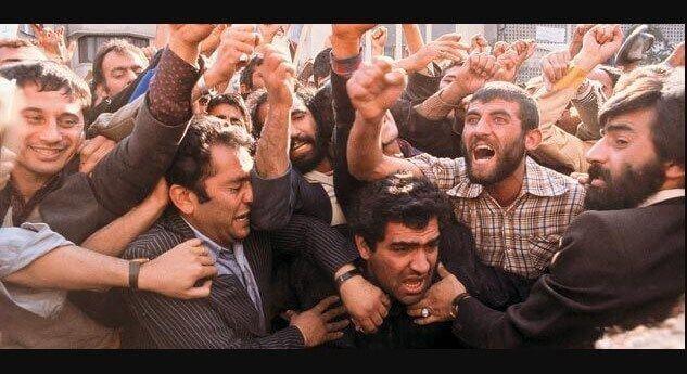 homens fazendo tumulto