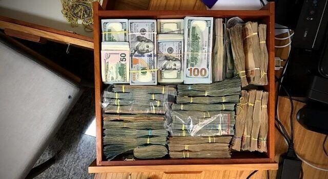 mala com dinheiro