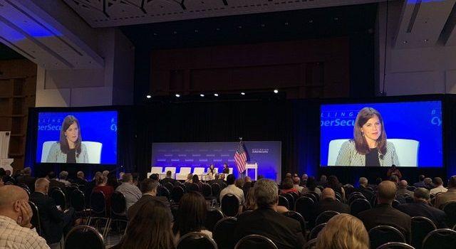 diretora da NSA numa conferência